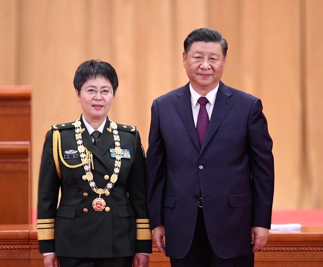 中國工程院院士陳薇被大陸官方授予「人民英雄」榮譽稱號,9月8日在北京舉行的全國抗...