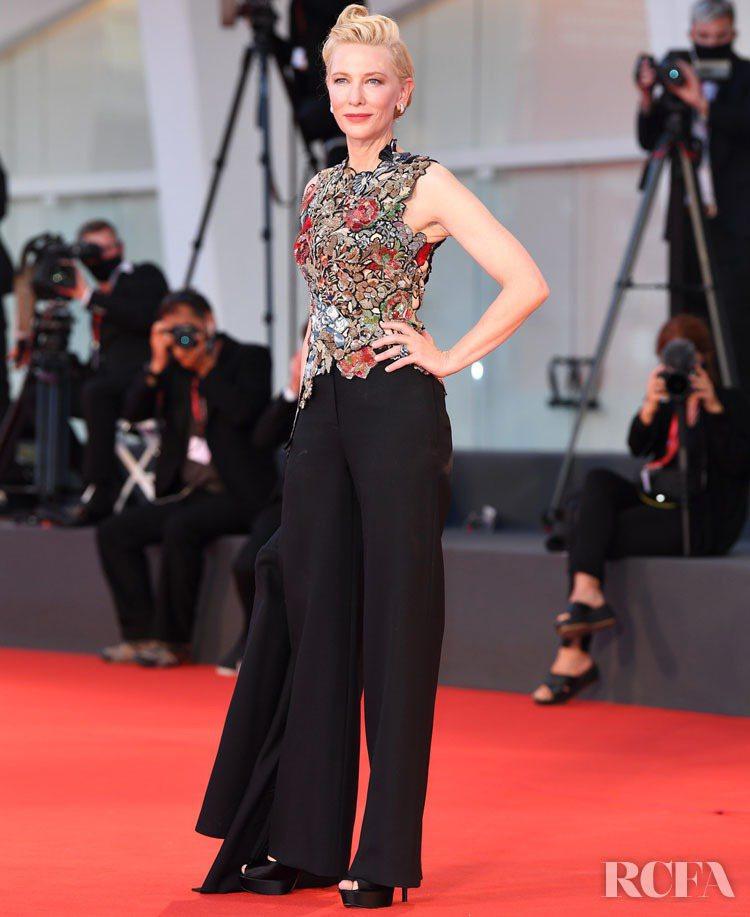 凱特布蘭琪在威尼斯影展重新演繹2016年穿過的Alexander McQUEEN...