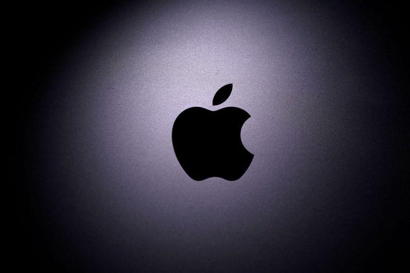蘋果股價下跌吸引逢低買進交易,散戶搶進選擇權市場。路透