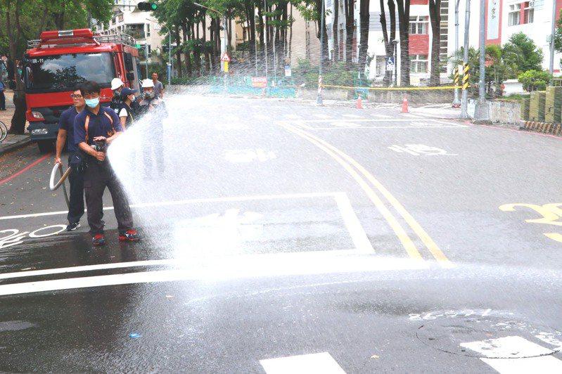 高雄市前鎮區鎮海路和翠村街之間的翠亨北路解除交管。圖/高雄市政府提供
