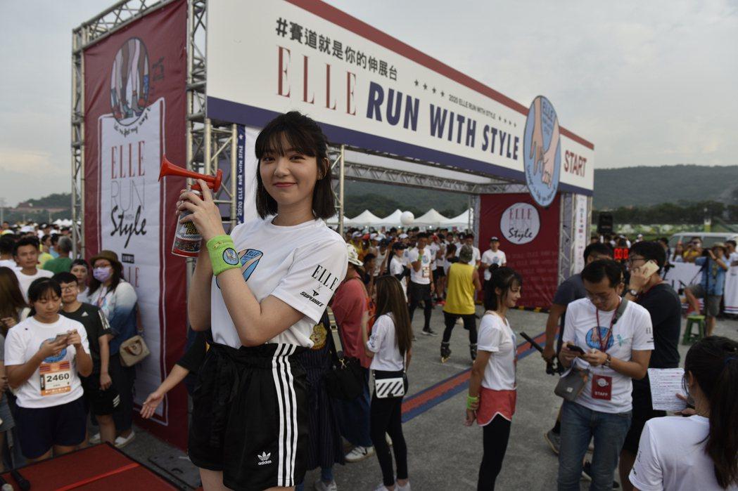 郭雪芙參加路跑活動。圖/ELLE提供