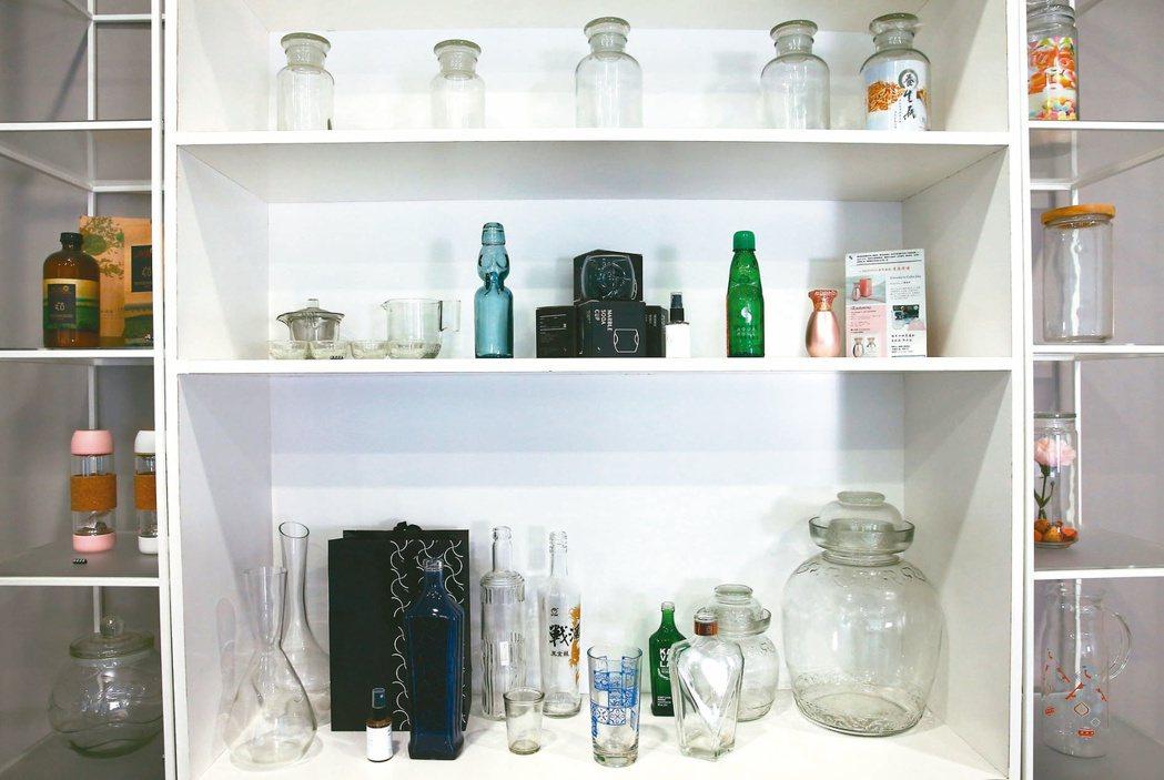 華夏玻璃所研發的各式產品。記者杜建重/攝影