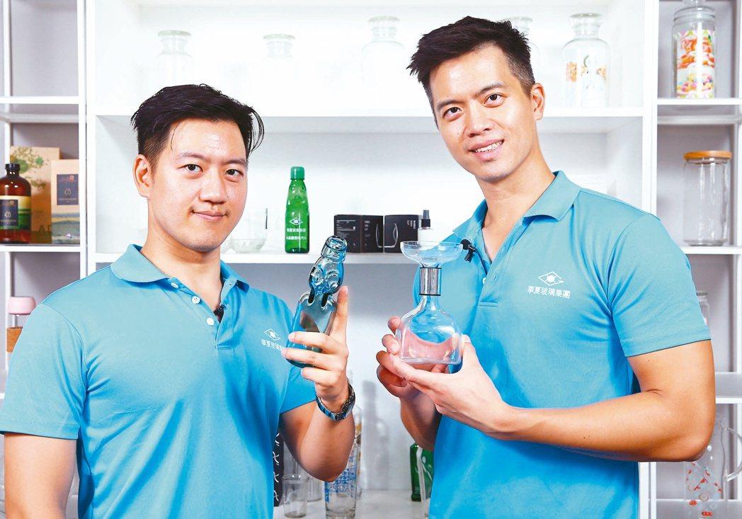 華夏玻璃執行長廖冠傑(右)與副執行長廖唯傑(左)。記者杜建重/攝影