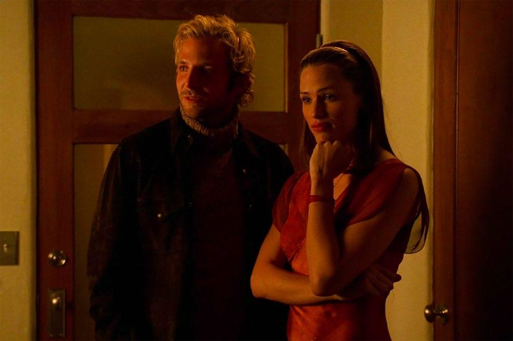 珍妮佛嘉納與布萊德利庫柏多年前曾合演「雙面女間諜」。圖/摘自imdb