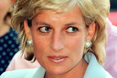 「人民的王妃」黛安娜,就算已經去世多年,仍是各方關注的焦點。她生前的密友之一、報導皇室的澳洲記者珍妮韋德,於7月初在倫敦過世,再度勾起人們對其寫過的一本黛妃專書的回憶,書中提到黛安娜曾經很迷戀湯姆克...