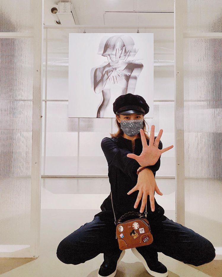 徐若瑄在3天內兩度選搭Chloé Daria Mini Pin手袋。圖/取自IG