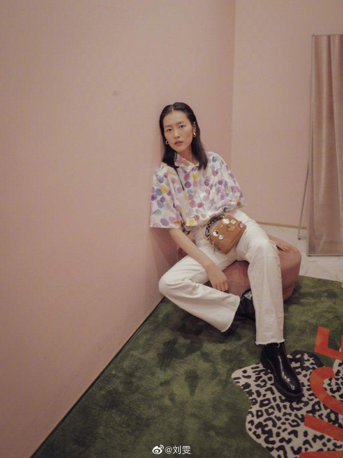 劉雯選用Chloé Daria Mini Pin手袋。圖/取自微博
