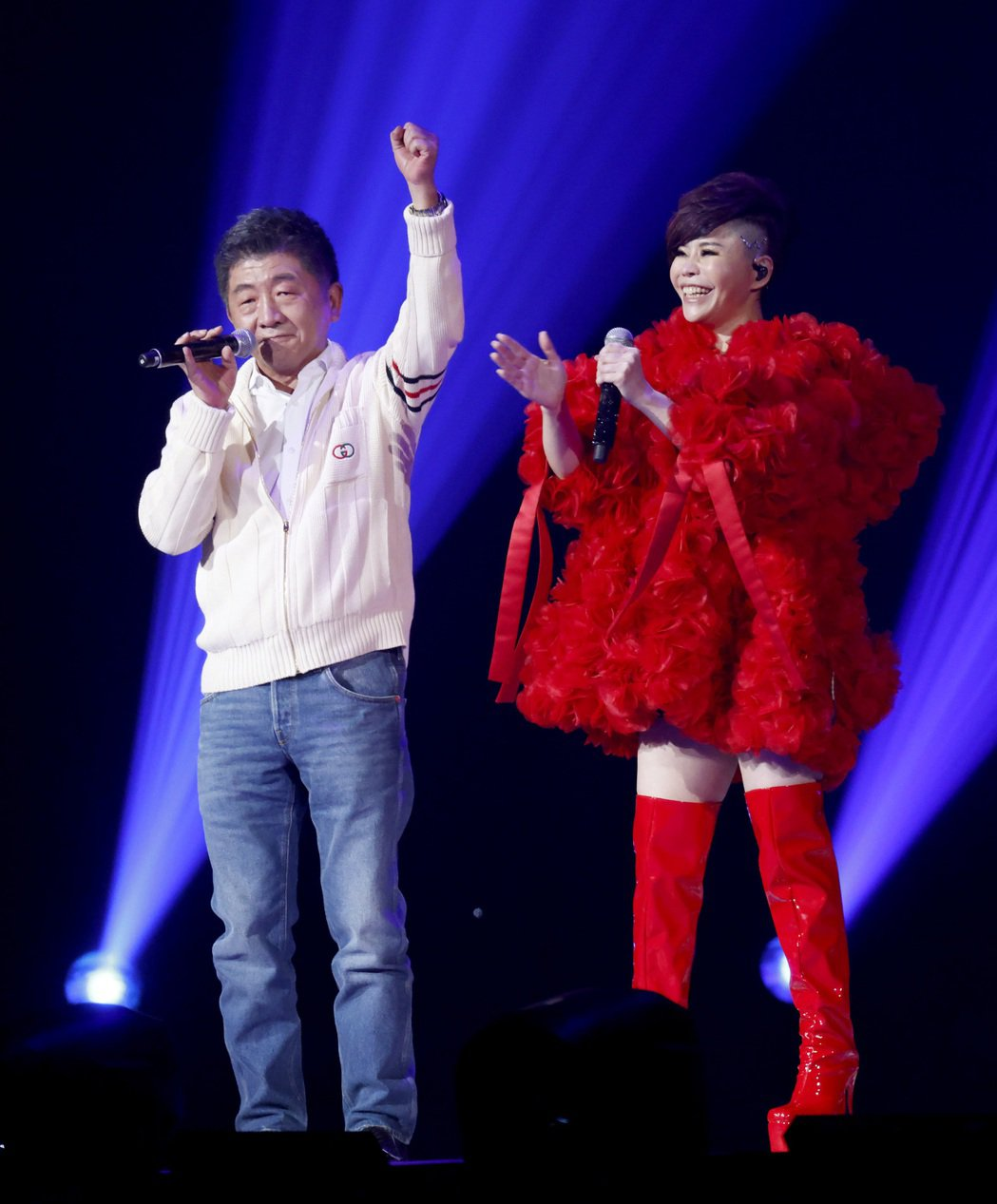 阿中部長(左)擔任詹雅雯小巨蛋演唱會嘉賓,被虧最大咖新人。記者余承翰/攝影
