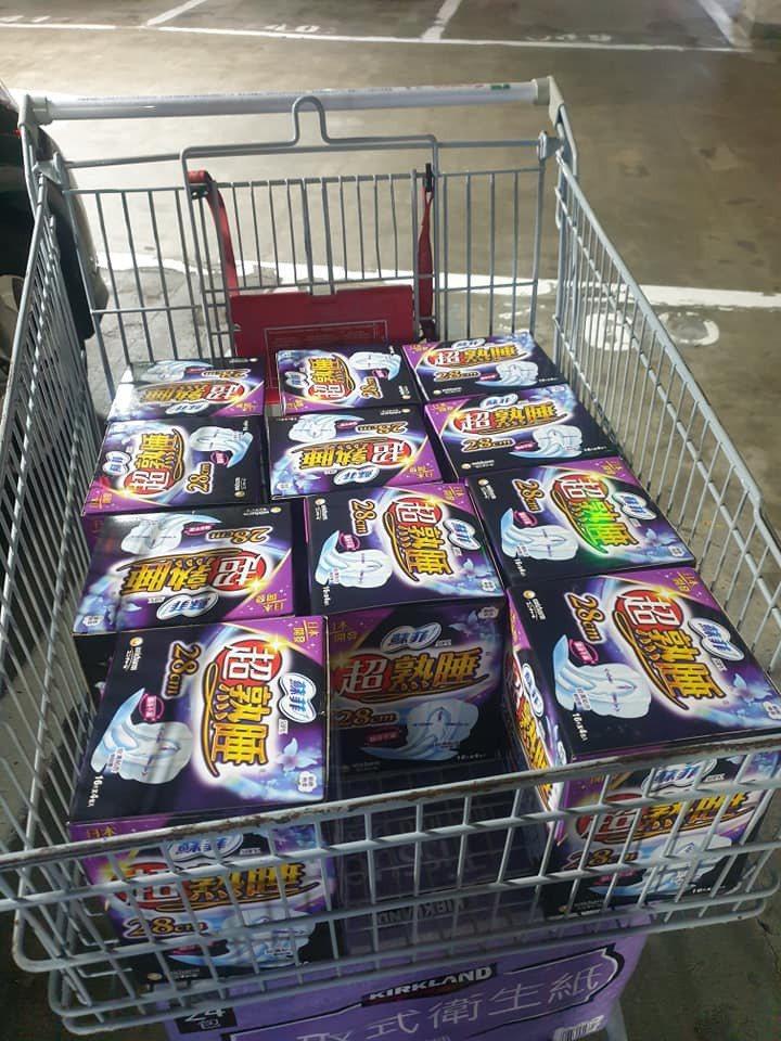網友買整車衛生棉是要捐給兒福單位,並非刻意囤貨。圖擷自facebook
