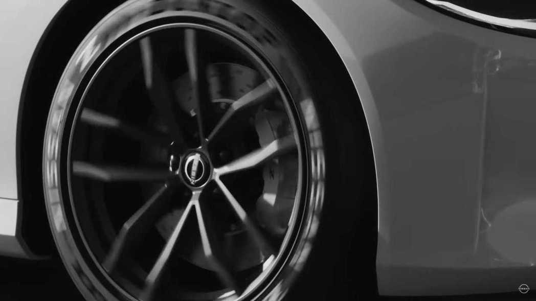 可以從鋁圈內發現新Z可能配備6活塞卡鉗。 摘自Nissan