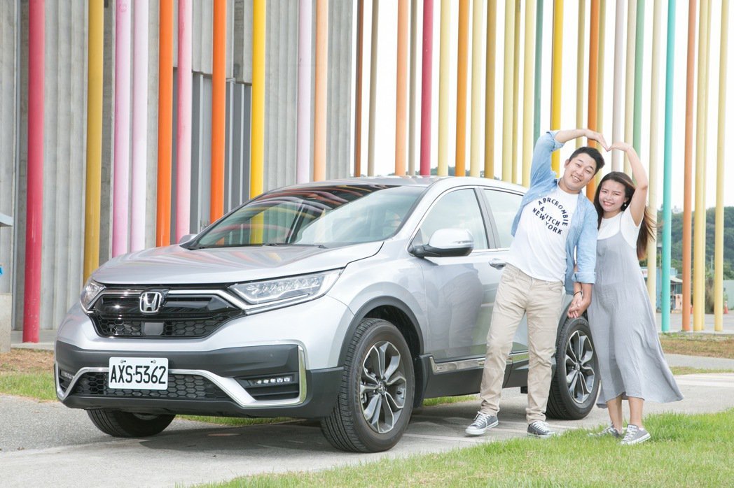 立中及漢娜對於Honda CR-V相當滿意。 記者陳立凱/攝影