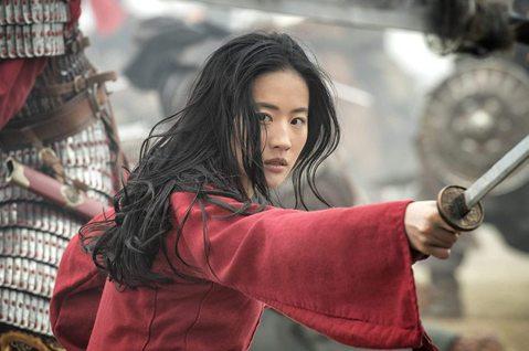 迪士尼想藉真人版「花木蘭」在中國一飛衝天,但這部他們投入2億美元、耗時5年的電影卻處處觸動敏感政治神經,使得向來善於與中國交涉的迪士尼,也罕見出了漏子。「紐約時報」報導,真人版「花木蘭」(Mulan...