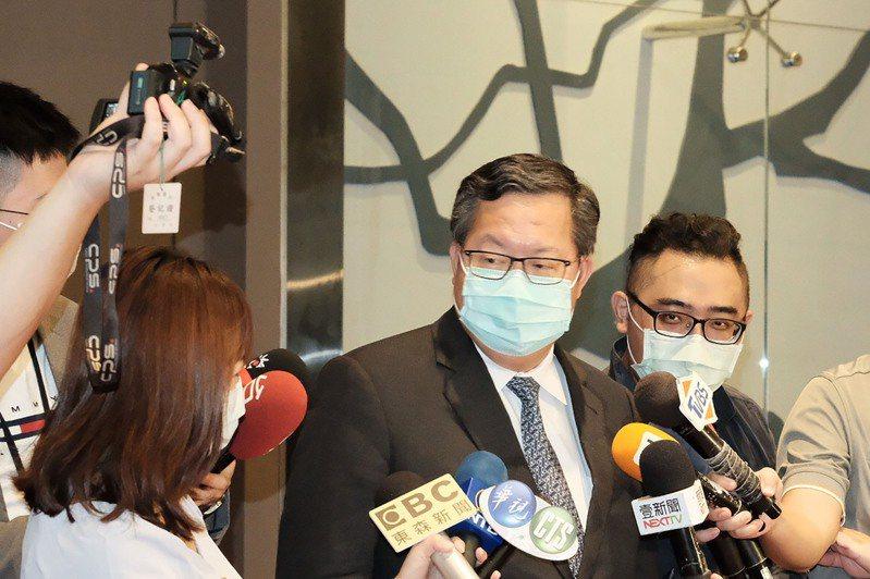 中國央視節目主持人李紅稱前立法院長王金平參加海峽論壇「求和」,對此,桃園市長鄭文燦(右2)13日表示,如果對岸把「這個行為解讀為求和」,假設對岸沒有改變這個說法,那此時此刻,以這樣的一個立場,不澄清的話「我覺得這對台灣來說不會有加分。」圖/中央社