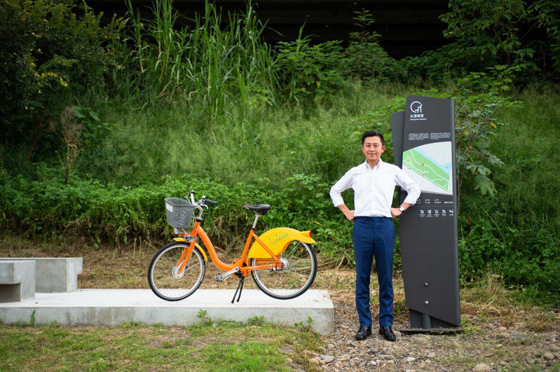 新竹27公里微笑水岸串連各海岸線各景點,市長林智堅今開箱啟用微笑水岸指標導覽系統。圖/市府提供