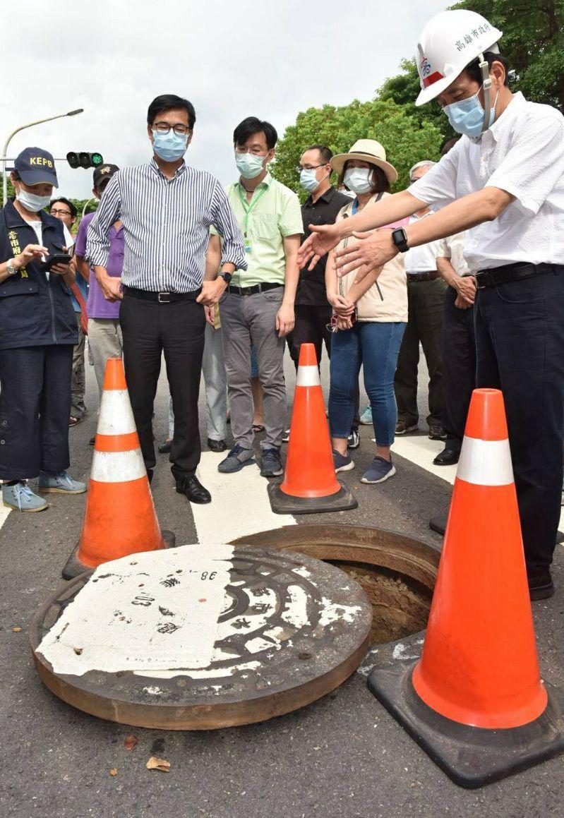 高雄市長陳其邁2天內5度到氣體外洩現場坐鎮指揮,也表示目標2年內針對前鎮、小港、林園等公用事業管線較多的各行政區,優先建立完整3D地下管線圖資。本報資料照片