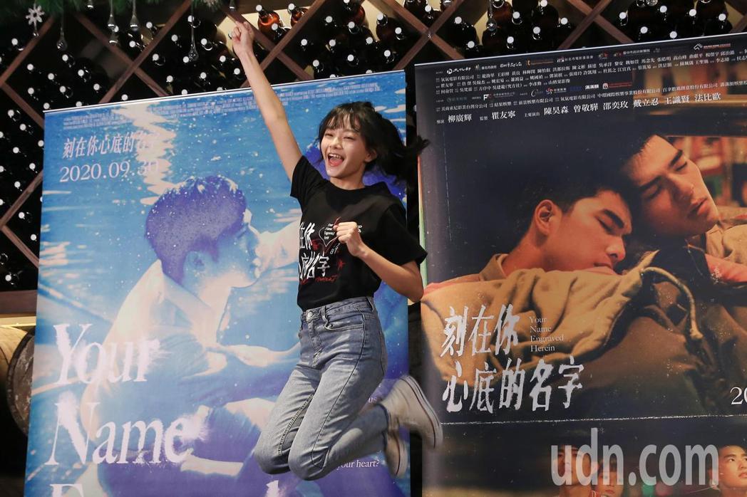電影《刻在你心底的名字》下午在美麗華百樂園舉行 「簽書見面會」,演員邵奕玫出席。...