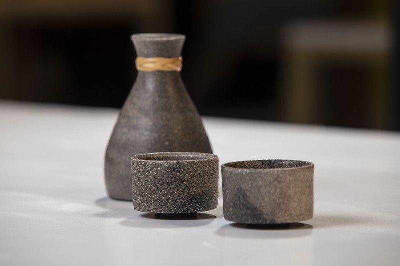 2020台東工藝獎首獎從缺,台東青年林精哲以作品「黫山水器」奪得銀獎,獲獎金9萬元。圖/台東縣文化處提供
