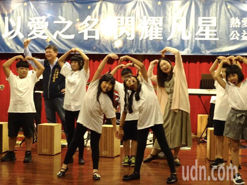 熱愛生命基金會「以愛為名」公益音樂會,讓孩子有舞台演出,建立自信。圖/熱愛生命基金會提供