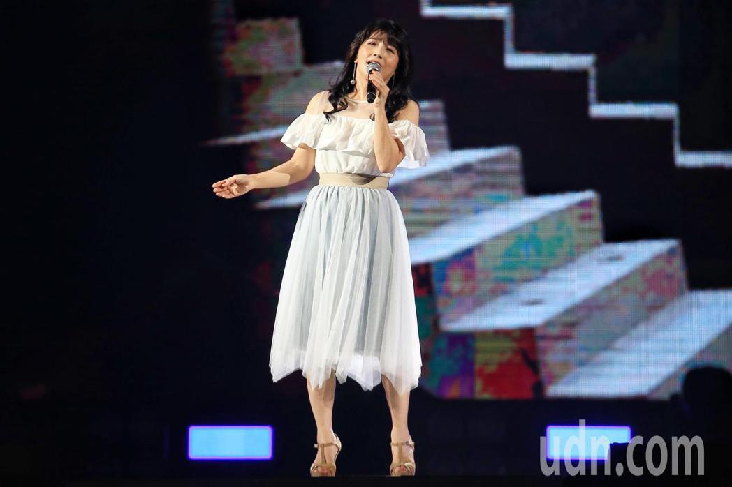 「民歌45高峰會巨蛋感恩場」下午在台北小巨蛋登場,陳艾湄演唱。記者林伯東/攝影
