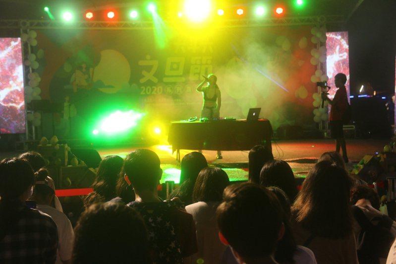 斗六文旦節晚會歌手藝人與民同樂。圖/斗六市公所提供