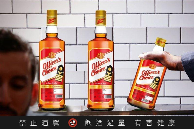 「長官之選」是全世界銷售量最高的威士忌品牌。圖/摘自Officer's Choice臉書官網。提醒您:禁止酒駕 飲酒過量有礙健康。