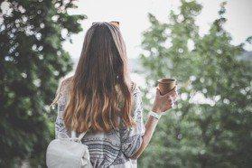 推薦7款頭皮精華+頭皮精油,搭配居家保養2步驟,預防頭皮提早老化!