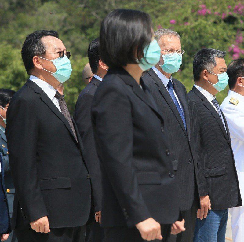 蔡英文總統及AIT處長酈英傑等人,上月到金門參加「八二三戰役62周年」活動。 圖/聯合報系資料照片