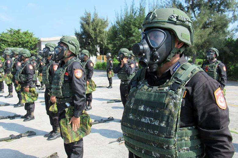 中共近日在東沙島附近進行大規模軍演,圖為東沙島守軍海巡隊員。 圖/取自海巡署東南沙分署臉書