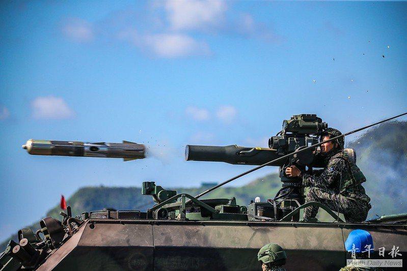 解放軍在東沙海域軍演引發關注,海軍早先已派駐陸戰隊99旅駐守東沙島。圖為天馬操演陸戰隊99旅操作拖式飛彈。 圖/取自青年日報Flickr