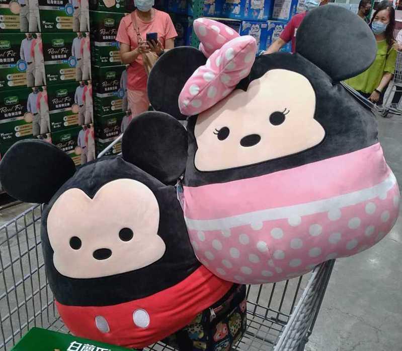 好市多推出巨無霸「迪士尼Tsum Tsum玩偶」,萌翻天的模樣讓人看了心動。圖擷自facebook