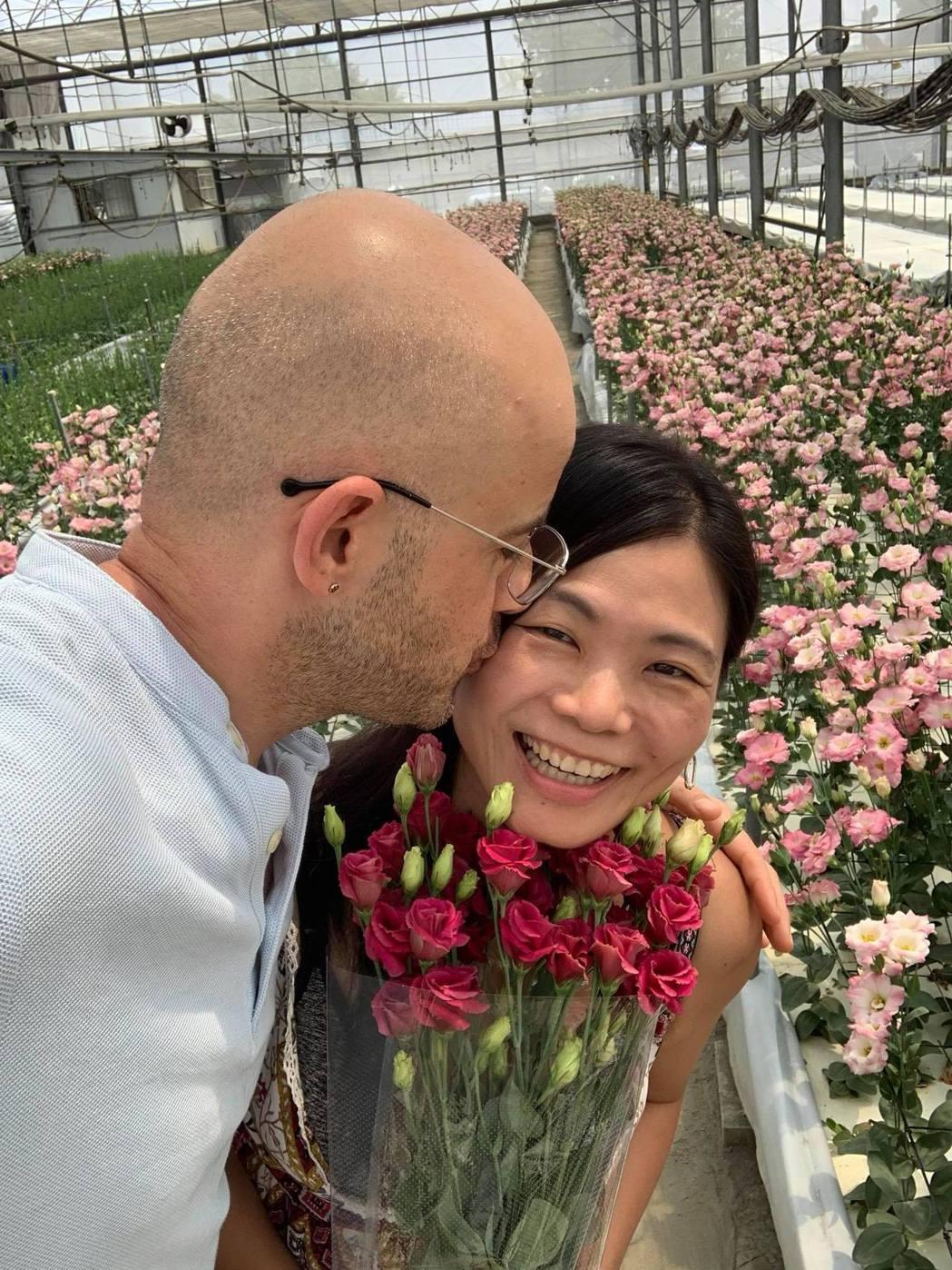 吳鳳與老婆婚姻甜蜜。圖/擷自臉書