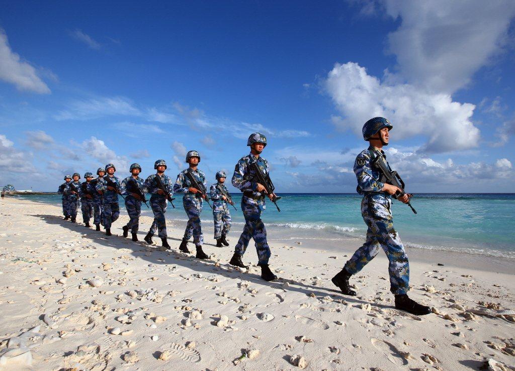 駐守南沙群島永暑礁的解放軍。 圖/新華社