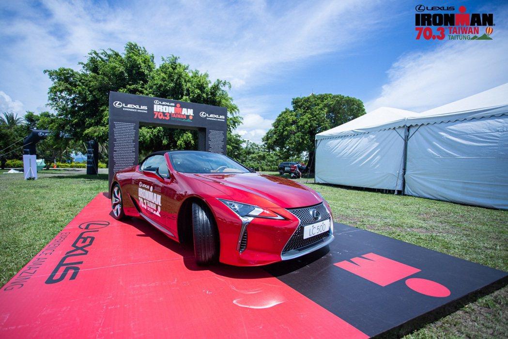 LEXUS最新敞篷車款 LC CONVERTIBLE,以優雅不失狂野的外型設計迎...