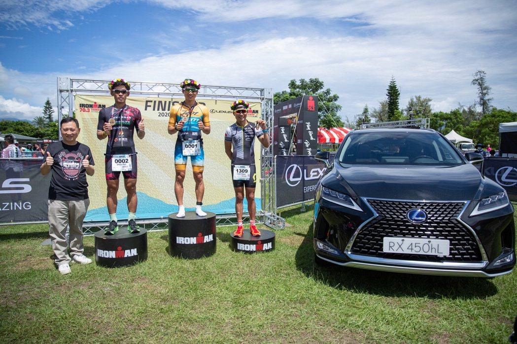 本次LEXUS派出豪華休旅RX為鐵人選手引路,陪同選手們完成游泳1.9公里、自行...