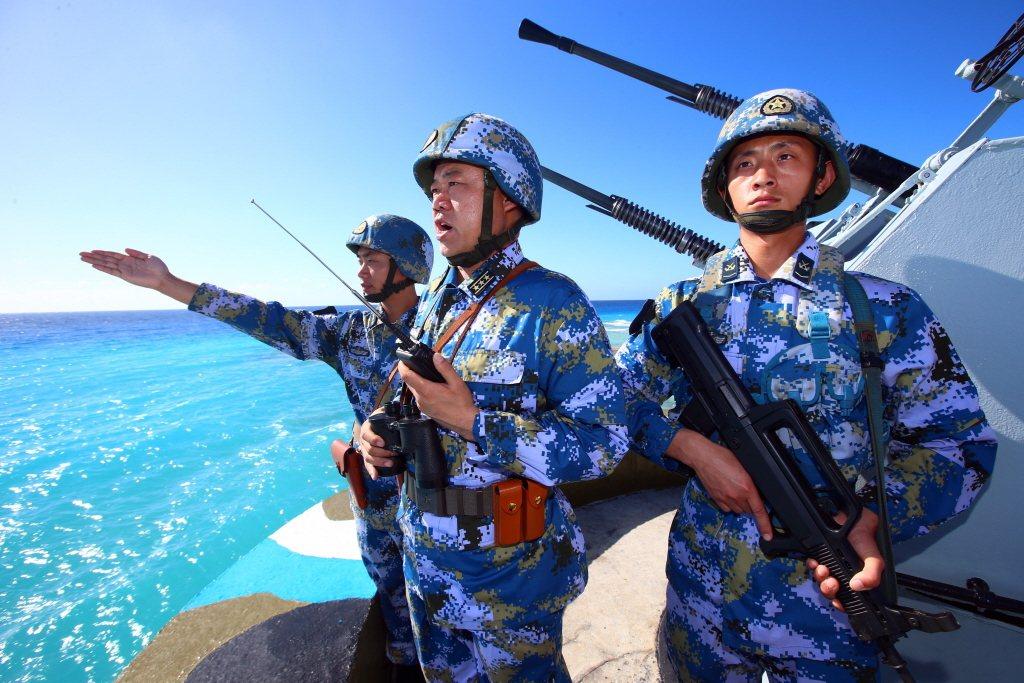 中共透過灰色戰略強調對南海的和平用途優先,讓美日海空優勢無法發揮。 圖/新華社