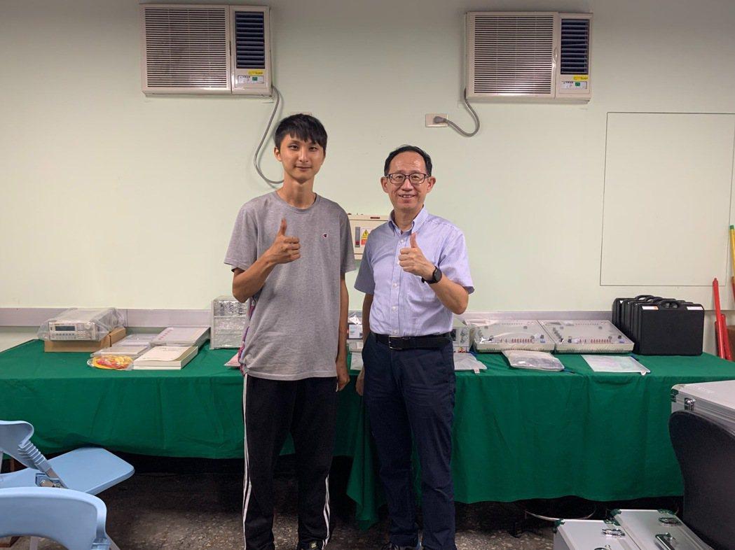 邱永吉同學(圖左)感念母校泰山高中汽車科的栽培與教導,捐助教學設備給學弟、妹。泰...