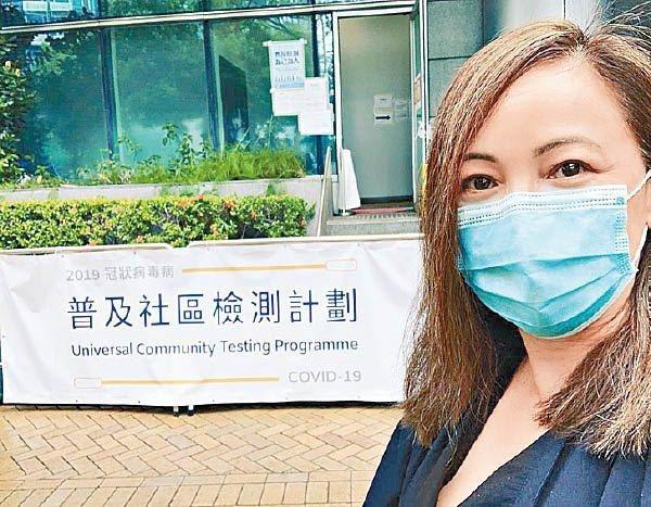 藝人鄧萃雯12日在社交媒體Instagram上載她參與「全民檢測」的圖片,遭反對全民檢測的網民「洗版式」砲轟。(取材自Instagram)