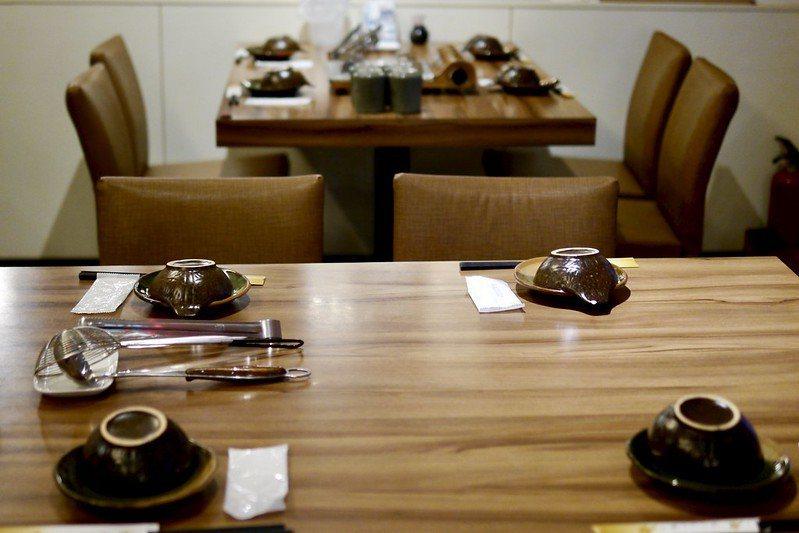 用餐的空間,一、二樓都有,乾淨明亮,桌與桌之間都有適當的間隔