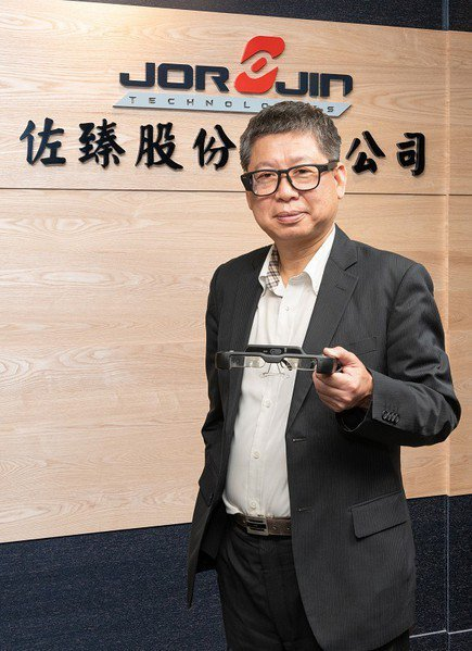 圖一 : 佐臻科技董事長梁文隆