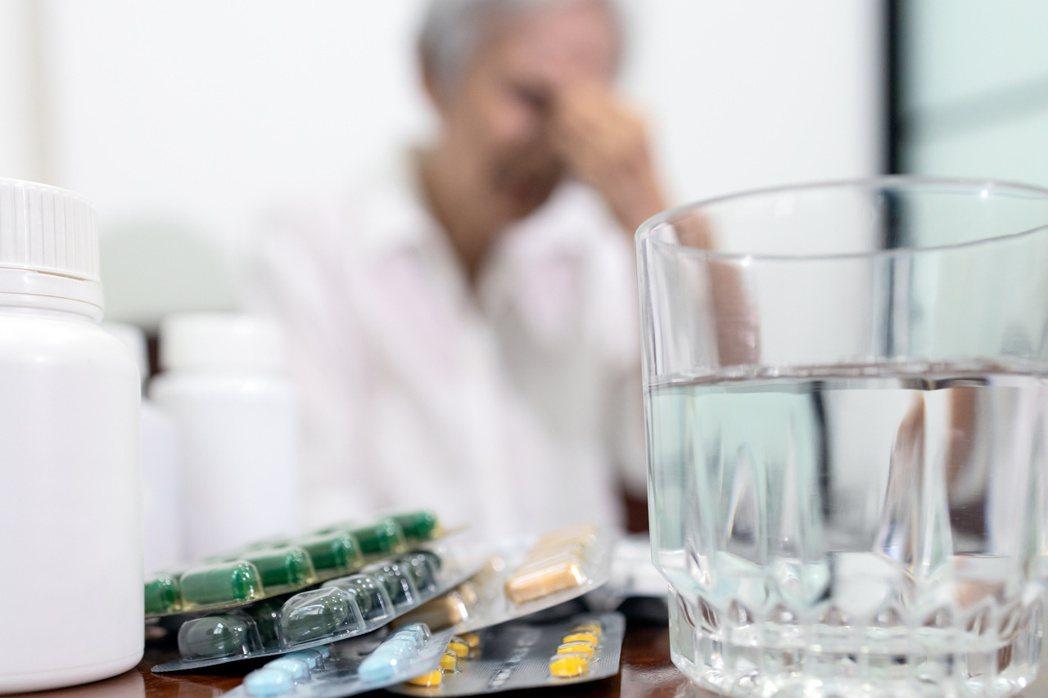 第二型躁鬱症患者主要表現為憂鬱症狀,但服用抗憂鬱藥物,療效不佳。圖/123RF