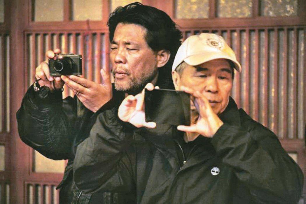 李屏賓(左)與侯孝賢的默契已不言可喻。圖/李屏賓提供