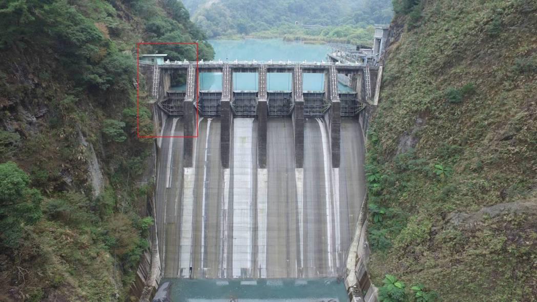 台電表示武界壩最左邊的那個閘門就是故障6號閘門。圖/台電提供
