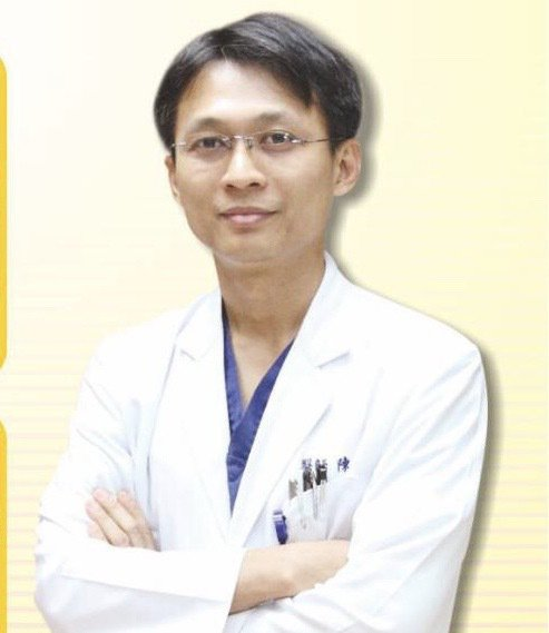員榮醫院醫療部主任、心臟內科醫師陳裕峰表示,因心血管疾病年輕化,有的病患僅是覺得...