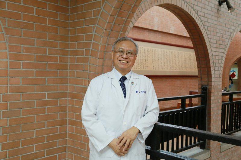 中山大學後醫系籌備處主任鄭紹宇今年8月當選為台灣醫療品質協會理事長,對台灣醫療界的貢獻受肯定。圖/中山大學提供
