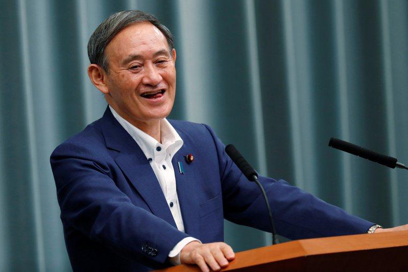 菅義偉14日上午仍以官房長官身分舉行例行記者會,下午獲選為自民黨新任黨魁。路透