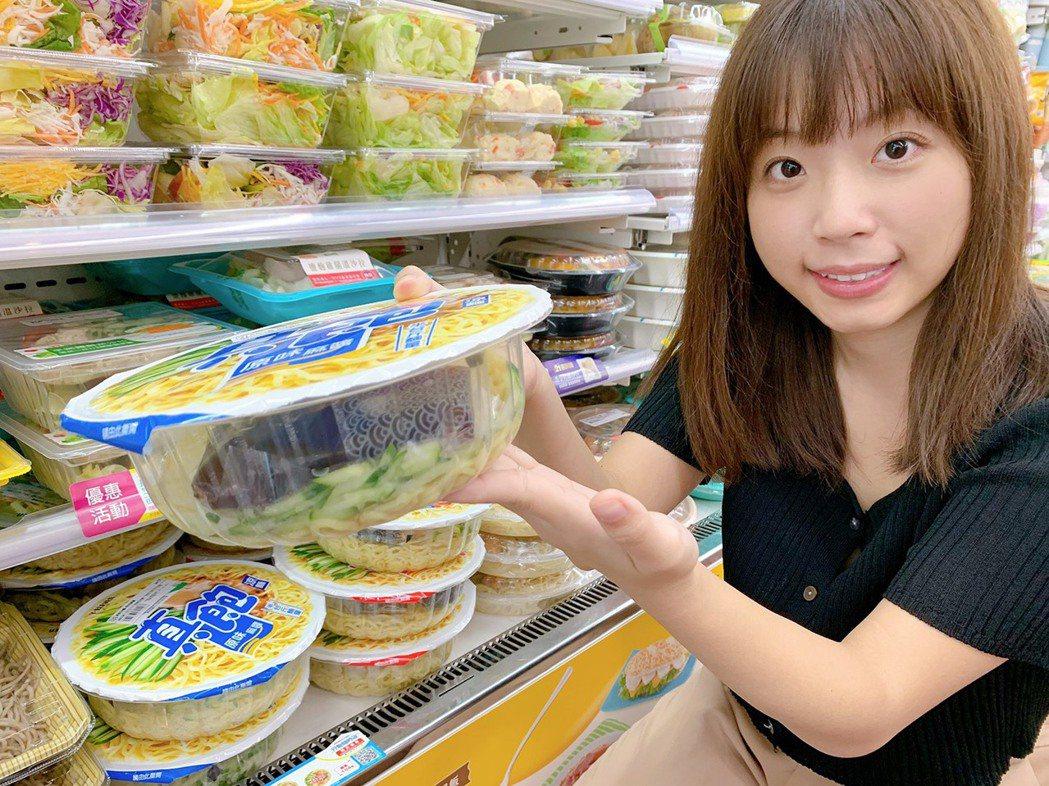 7-ELEVEN今年進行鮮食「包材減量」,目前已陸續將涼麵、燴飯類產品的包材用量...