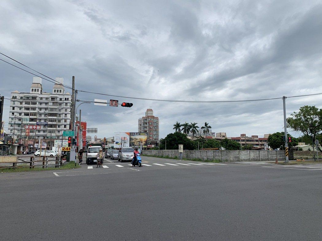 雲林縣十大易肇事路口,斗六市就有5處,其中大學路段就有3處,駕駛人及行人通行應減...
