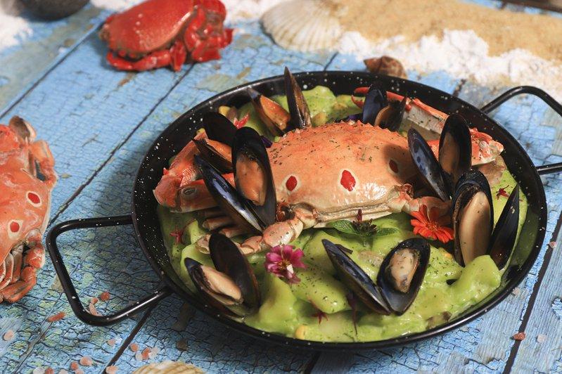 豐food的「趕蟹季」活動中,推出多道特色螃蟹料理,均採無限供應。圖/豐food海陸百匯提供