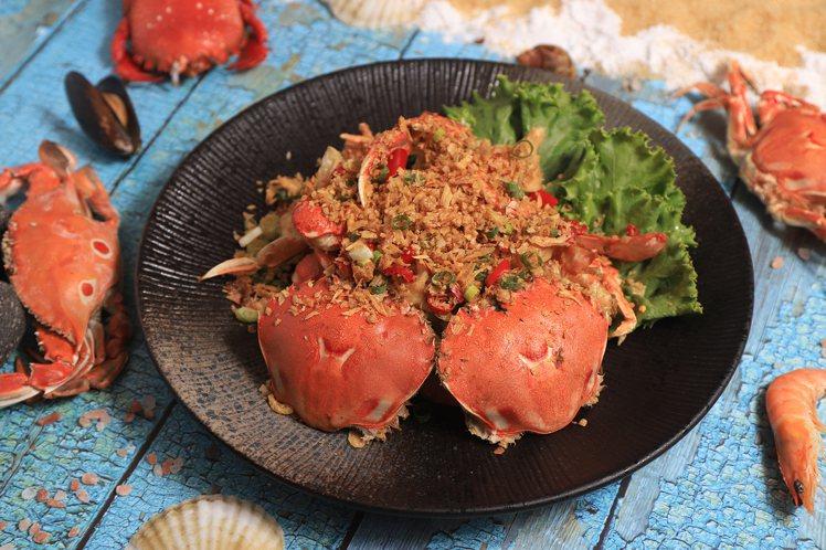 豐food的「趕蟹季」活動中,推出多道特色螃蟹料理,均採無限供應。圖/豐food...
