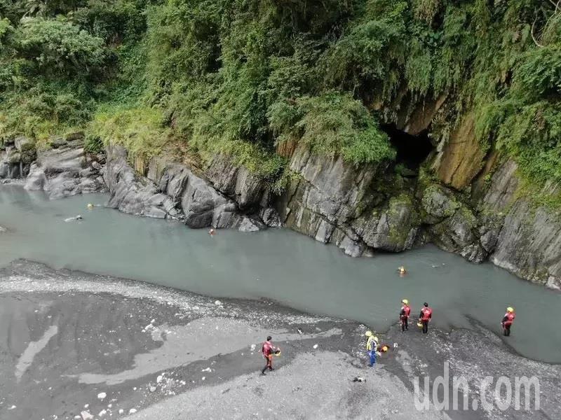武界溪底露營意外發生後,台中市消防局協助提供空拍機搜救。圖/台中市消防局提供